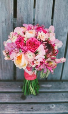 24-gorgeous-summer-wedding-bouquets-love-lit-wedding-photography-1-300x500
