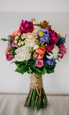24-gorgeous-summer-wedding-bouquets-sarah-tonkin-photography-300x500