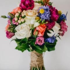 24-gorgeous-summer-wedding-bouquets-sarah-tonkin-photography-300x500